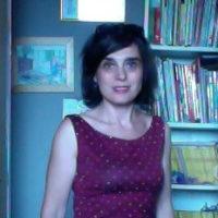 Laureata in Lettere, indirizzo linguistico e glottodidattico, nel 90 presso l'Université Libre de Bruxelles (ULB), dal 1992 insegna la lingua francese come L2 e straniera presso il corso di Laurea in Lingue dell'Università di Pavia.